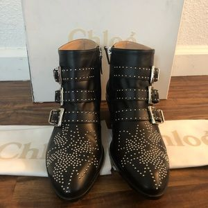 Chloe Susanna Boots with silver details. Size 37